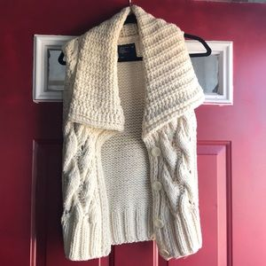 American eagle cable knit vest with buttons